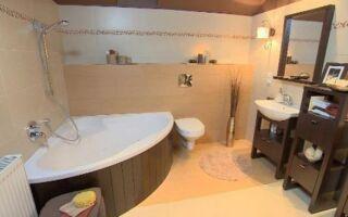 Как украсить функциональную ванную комнату? Смотрите фильм