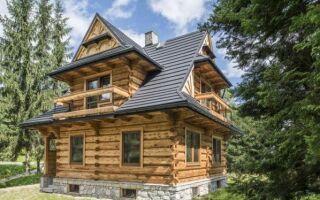 Накройте деревянный дом. Какой кровельный материал я должен выбрать?