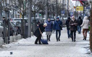 Удаление снега с тротуара. Кто на этом посту?